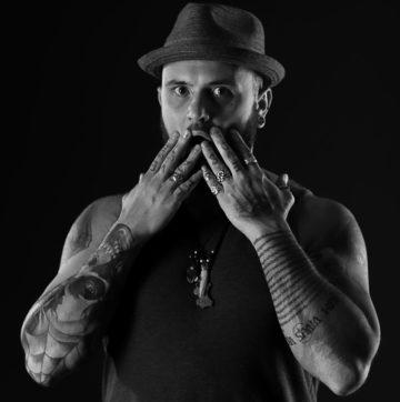 fotografie artistica de stare fotografie color alb negru tatuaj tatuaje albnegru